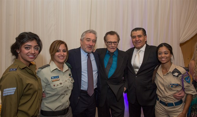 Robert De Niro, Larry King, and Haim Saban with soldiers